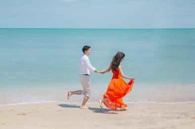 man-and-woman-walks-beside-green-sea-792726